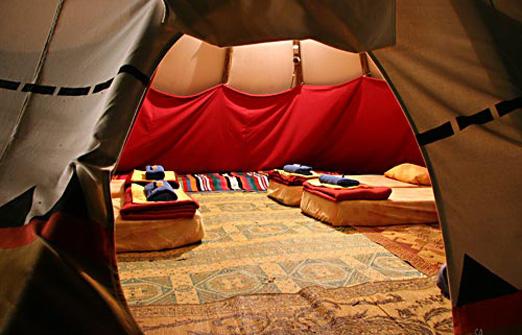 הכפר האינדיאני - פנים האוהלים