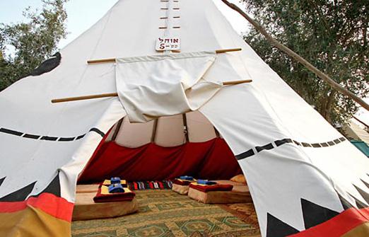 הכפר האינדיאני - אוהל מבחוץ