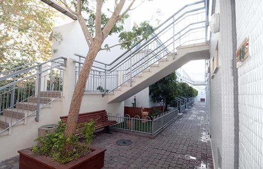אכסניית אנא אילת - מדרגות לחדרים