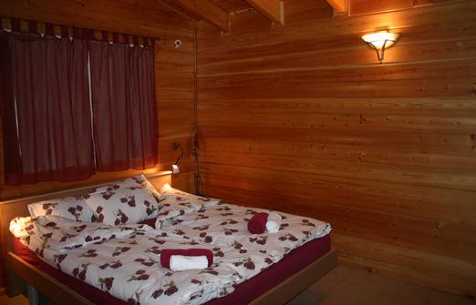 ילתא בקתות אירוח - מיטה זוגית מפנקת