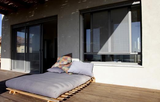 נוף לגלבוע - החצר והמרפסת