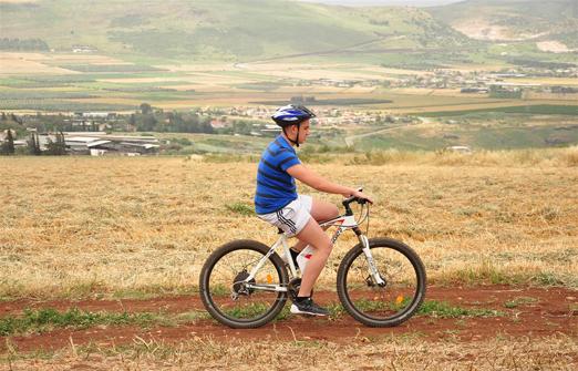 פייס-בייק טיולי אופניים- ילד בשטח