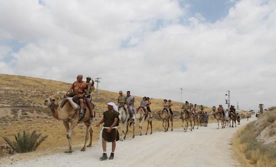 ארץ בראשית- טיול גמלים