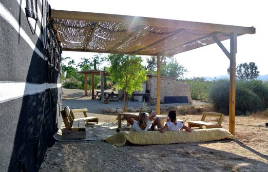 חוות נחל בוקר - השירותים והמקלחת של האוהל