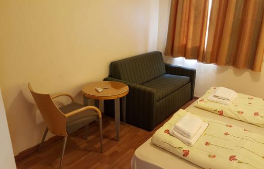 צל תמרים חדרי אירוח - קיבוץ יהל - פינת ישיבה
