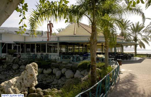 מסעדות בנמל עין גב