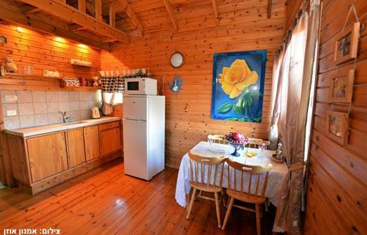 בקתות טל נוף - פינת אוכל ומטבחון