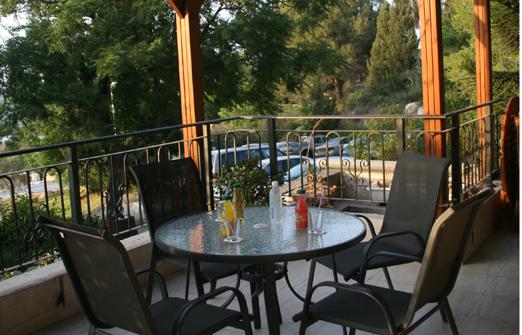 מלון אורחים נווה שלום - מרפסת