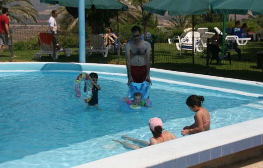 מלון אורחים נווה שלום - הבריכה