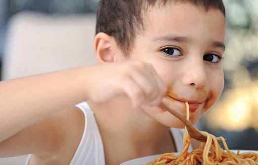 חמת גדר - ילד אוכל ספגטי
