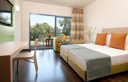 מלון נוף גינוסר- מבט לחדר
