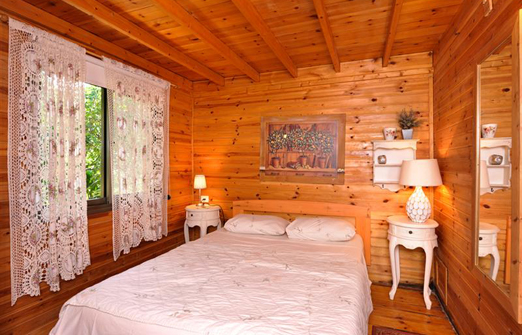 אשכולית בקתות עץ בפרדס - מיטה זוגית