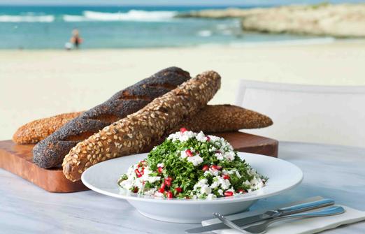 מסעדת בוטיק נחשולים - אוכלים מול הים