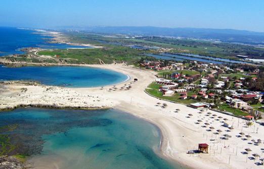 מלון נופש נחשולים - מבט מלמעלה על חוף הים