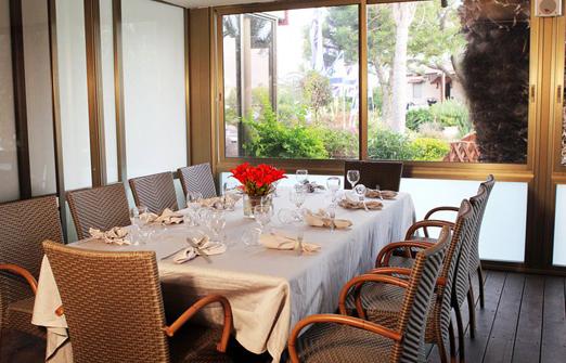 מלון נופש נחשולים - שולחן ערוך לארוחה
