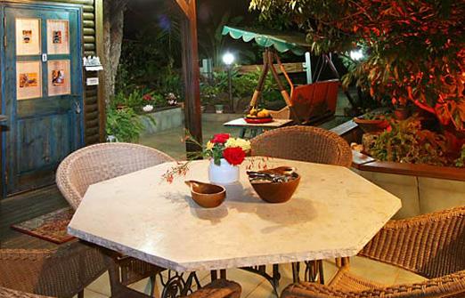 בקתת ירוק יער - פינת ישיבה בגינה