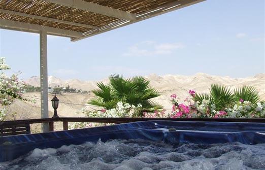 פנינת ורד אחוזה במדבר - הג'קוזי ספא