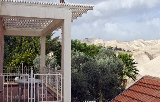 פנינת ורד - אחוזה במדבר - הנוף מהמרפסת