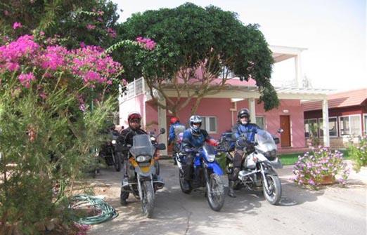 פנינת ורד אחוזה במדבר - טיול אופנועים