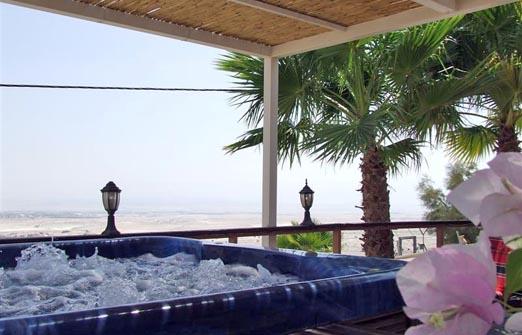 פנינה במדבר אחוזה במדבר - הג'קוזי ספא