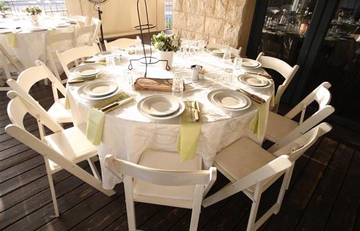מורגנפלד סטייק האוס- שולחן ערוך לבן