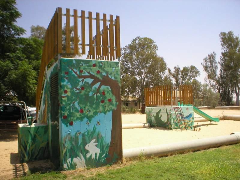 צימרים בקיבוץ גבולות - עצים ומדשאות