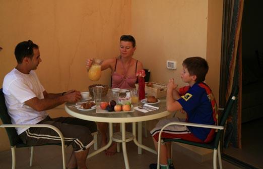 צימרים בקיבוץ קטורה - פינת ישיבה