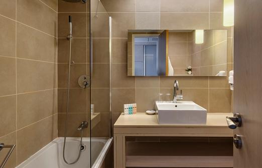 מלון רמת רחל - חדר האמבטיה